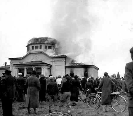 Die Jüdische Zeremoniehalle der Israelischen Kultusgemeinde nach dem NPogorm.